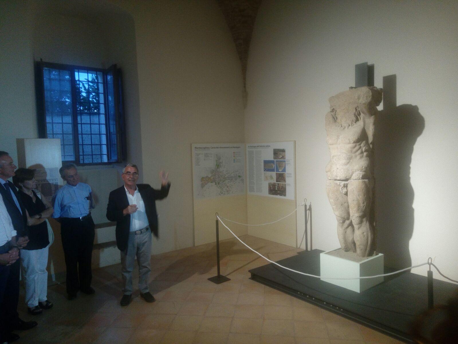 Il professor De Siena racconta la storia del ritrovamento del telamone di Montescaglioso e dell'importanza del centro lucano nel periodo magno greco.