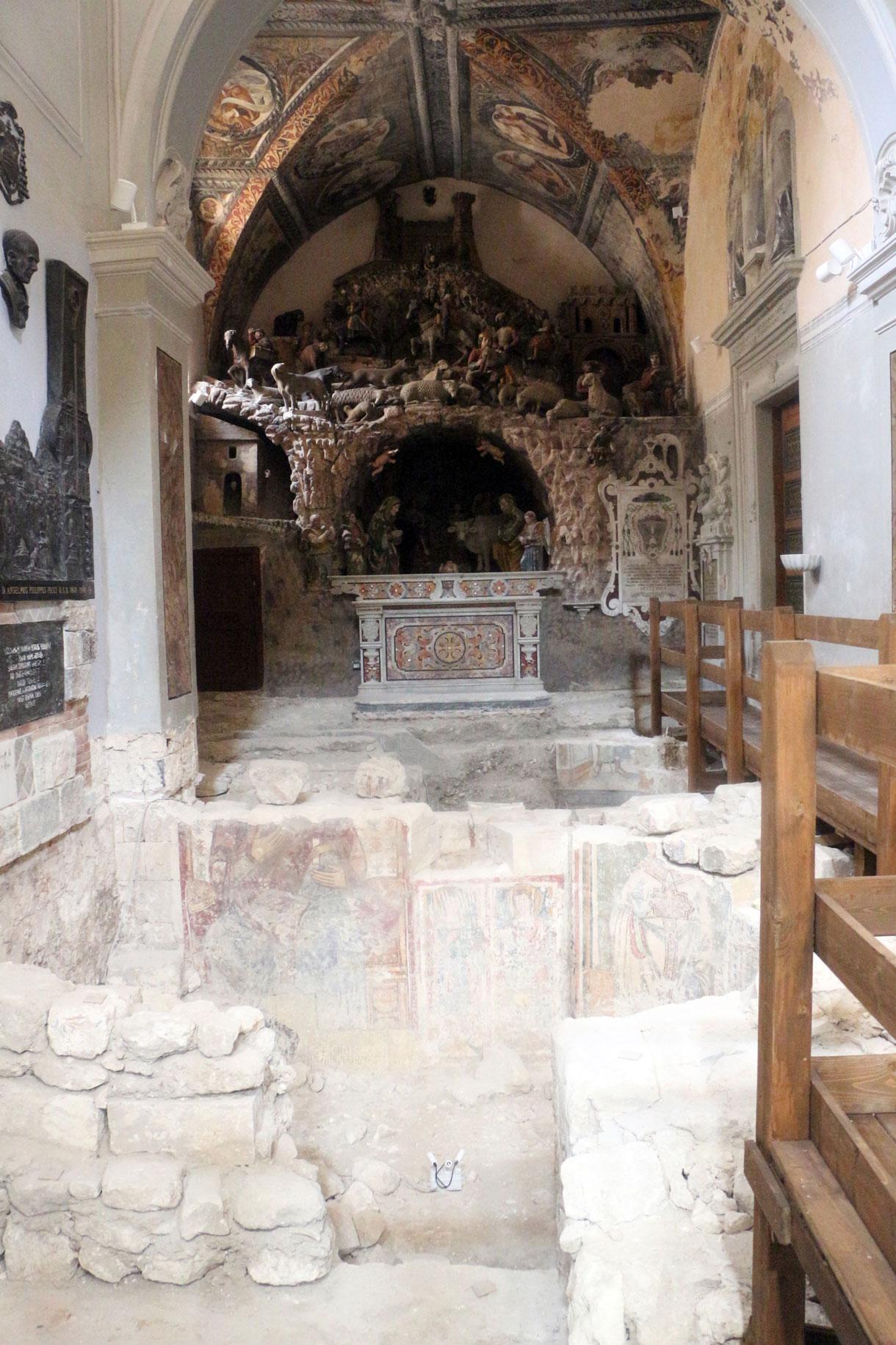 Nella foto, il presepe artistico di Altobello Persio ospitato all'interno della Cattedrale di Matera