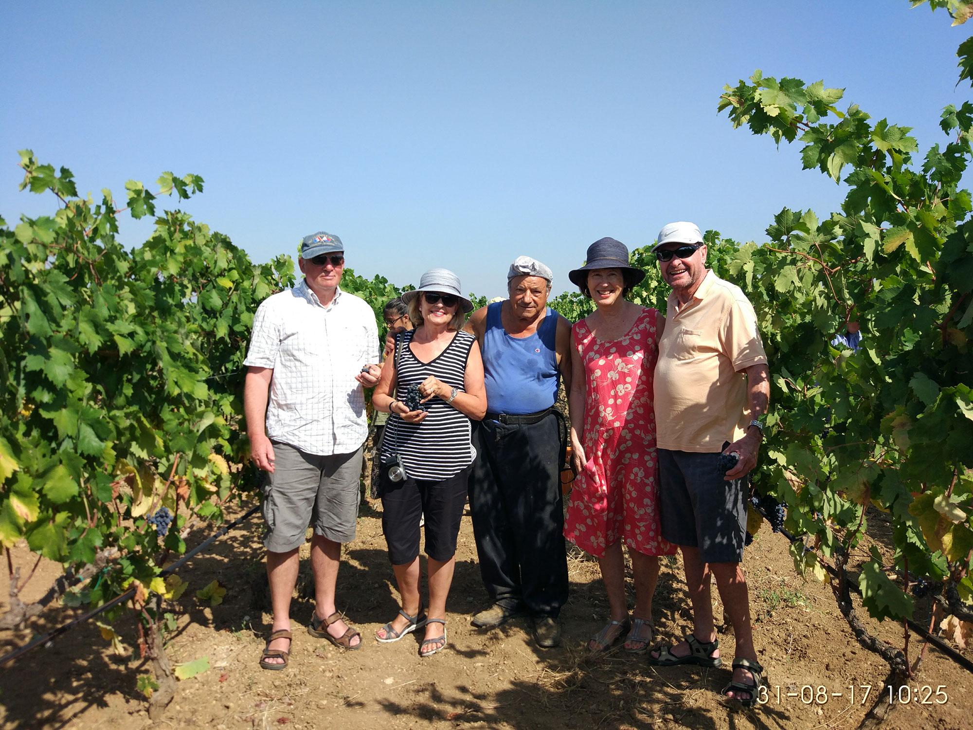 Il gruppo di viaggiatori americani che Alessandro Perrone ha accompagnato. Al centro, un componente di Vigne Monache.