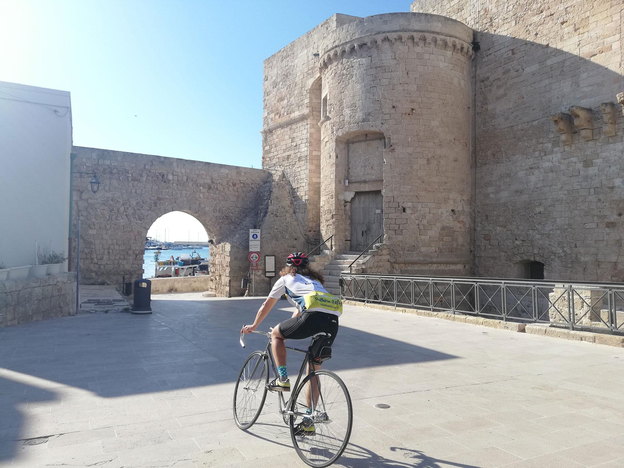 Verso il Castello Aragonese di Monopoli